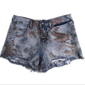 Free people denim shorts w/ faded rose print sz 31